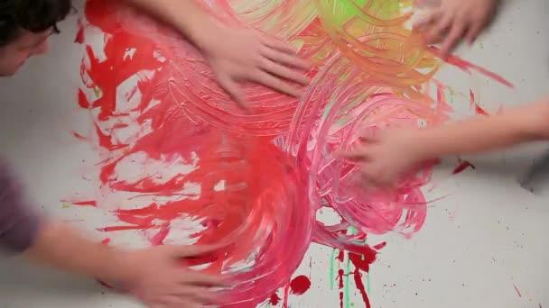 Sokszínű kézzel lenyomatok absztrakt minta
