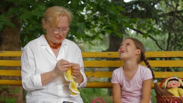 Ruční pletení v parku