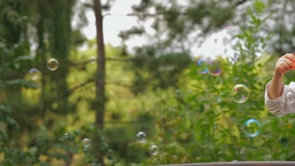 Mýdlové bubliny v parku