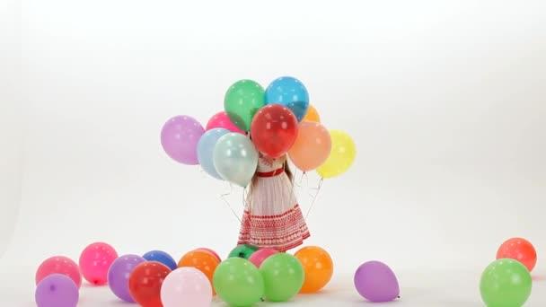 Schoval se za balónky