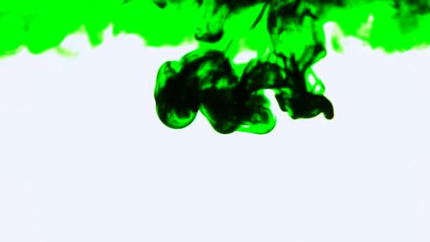 Zelený inkoust ve vodě