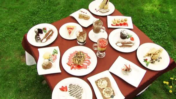 tabella con torte