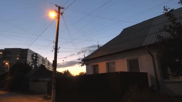 Osamělý Lucerna na ulici