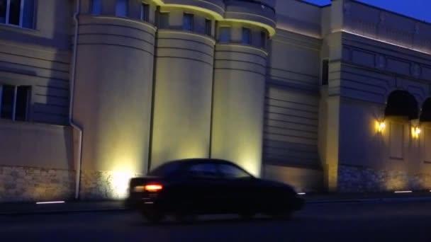Restaurace, osvětlovací stožáry