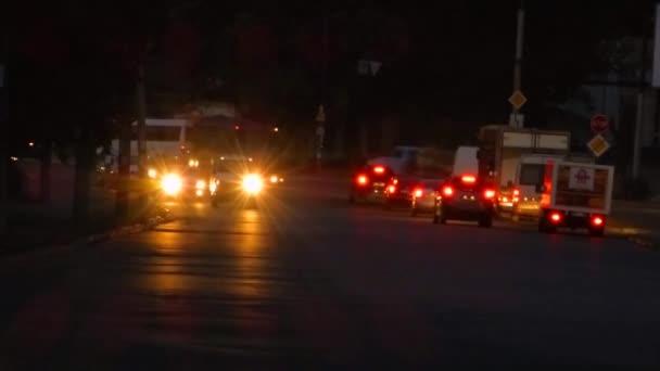 Noční přesun automobilů