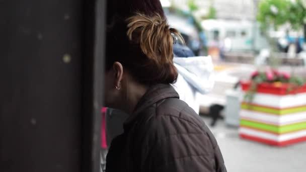 Žena v obchodě koupit jídlo