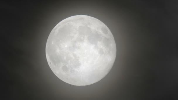 Měsíc fakt super