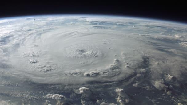 Hurikán, při pohledu z vesmíru