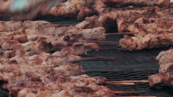 Grilování masa na velký gril