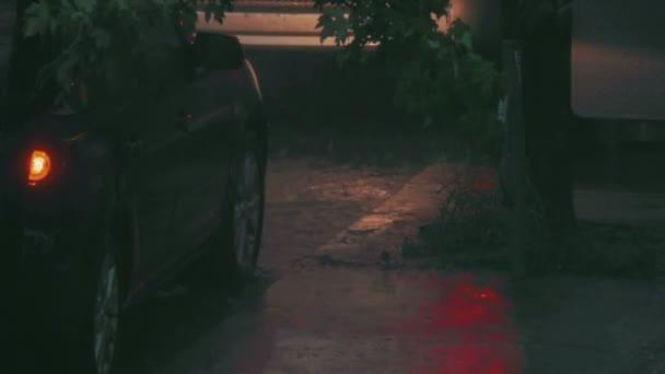 městské ulici během masivní bouřka