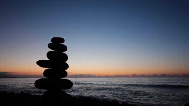Oceán západu slunce, slunce, pláž a vlny