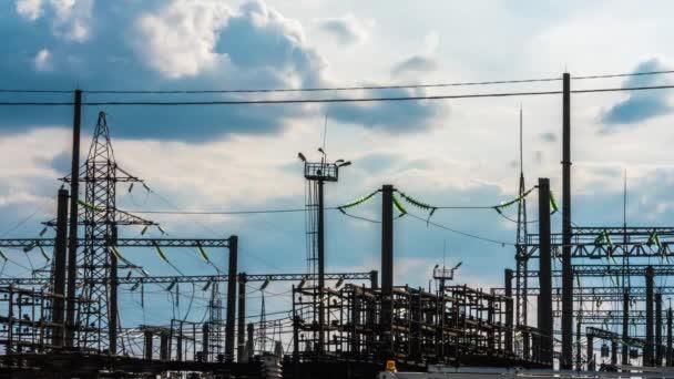 Elektrizitätswerk bei einem Sonnenuntergang. Kraftwerk-Timelapse 6