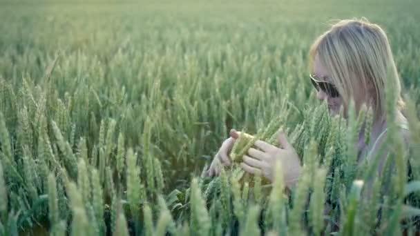 Elegantní krásu ženy styl pšenice zpomalené