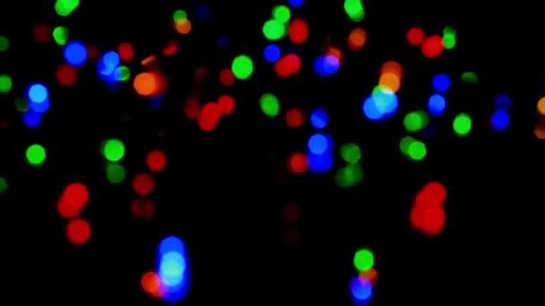 Dekoration für Weihnachten und Neujahr. Abstrakte verschwommen Bokeh blinkende Girlande. Hintergrund Weihnachtsbaum Weihnachtsbeleuchtung Funkeln