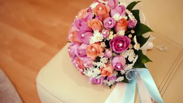 Svatební kytice v interiéru room.wedding kytice ve váze na floor.wedding interiéru