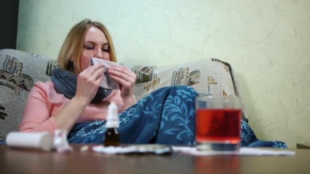 Dívka je nemocné a užívání léků