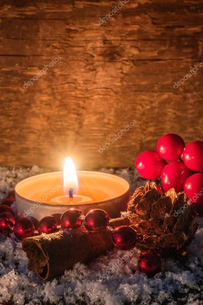 Weihnachten Hintergrund mit Kerze - rustikal — Stockfoto © HT-Pix ...