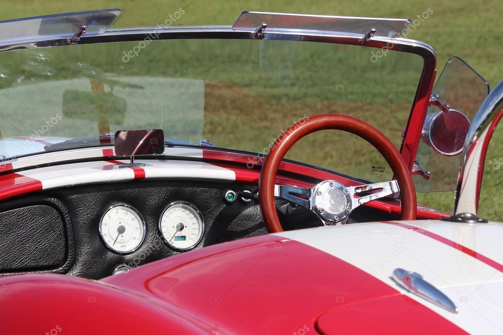 Altes Modell Sport Auto Ac Cobra auf dem Festival Highland ... | {Armaturenbrett oldtimer 53}