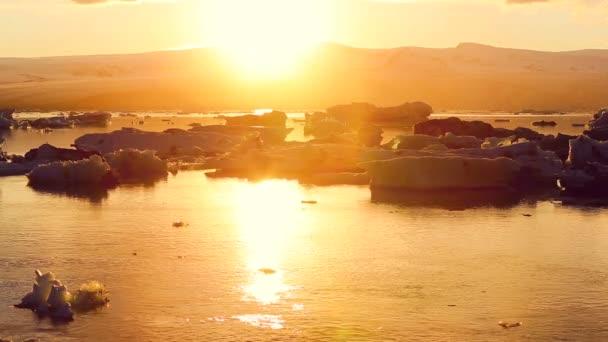 Klimaschutzkonzept für die globale Erwärmung. Eisberge in der Gletscherlagune von jokulsarlon