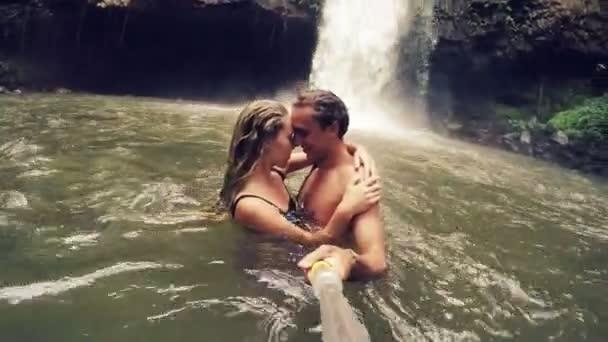 Видео молодые пары целуются — photo 11