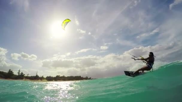 Kitesurfing v Havaji. Letní Extreme Sports