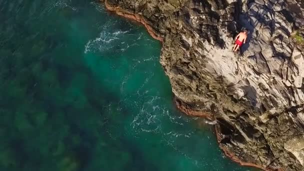 Aktivní odpočinek v létě útesu venkovní životní styl