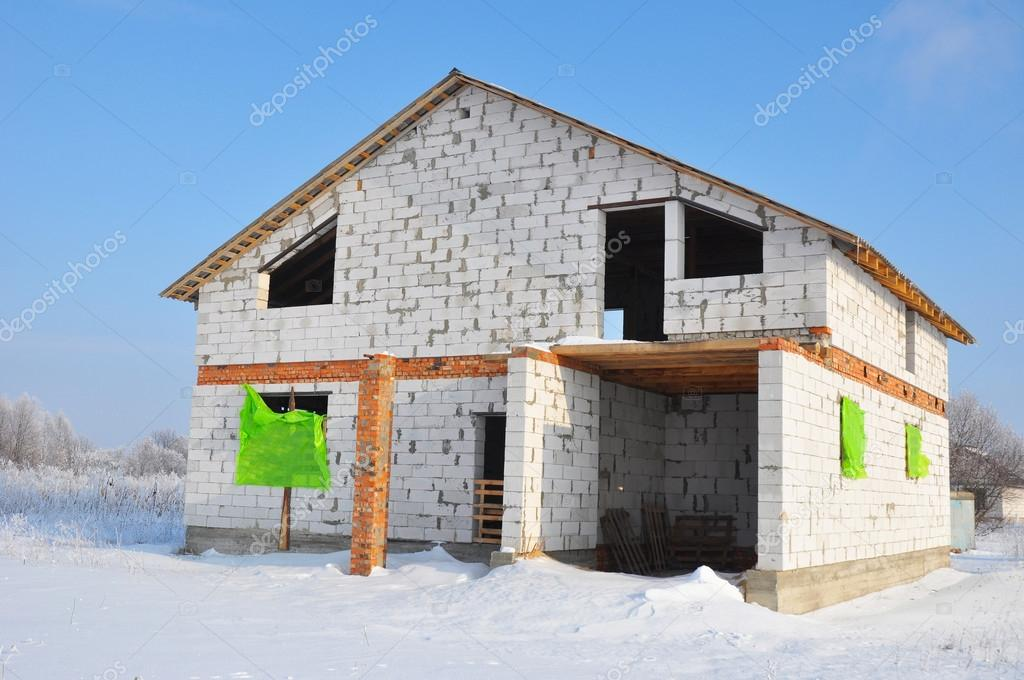New House Building From Autoclaved Aerated Concrete Blocks. Winter House  Construction Site. U2014 Fotografia