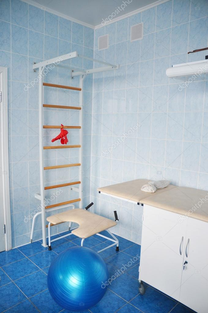 Delivery room with gymnastics wall bars and ball for active ...