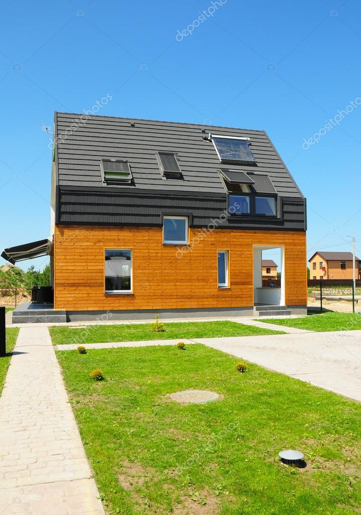 Modern huis buitenkant prachtige nieuwe moderne woning met zonnepanelen zonne energie - Huis buitenkant ...