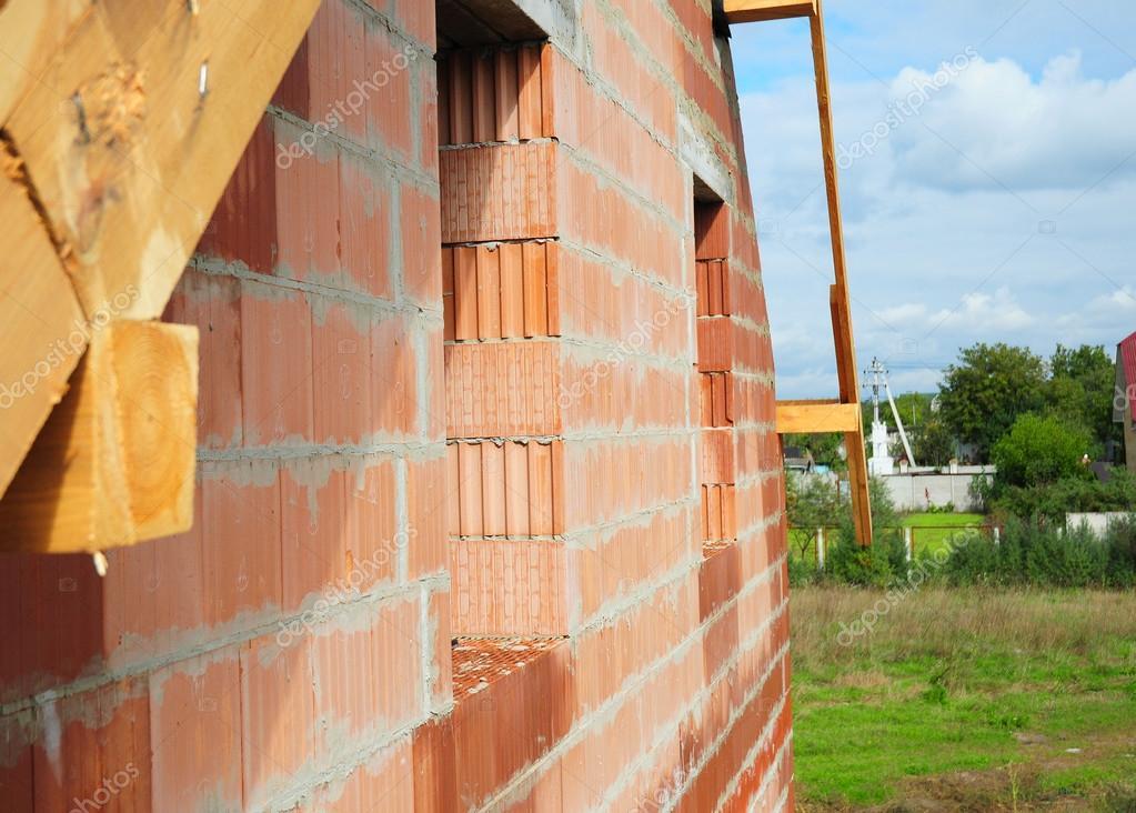 Casa nueva de construcción de cerámica bloquea el muro de fachada ...