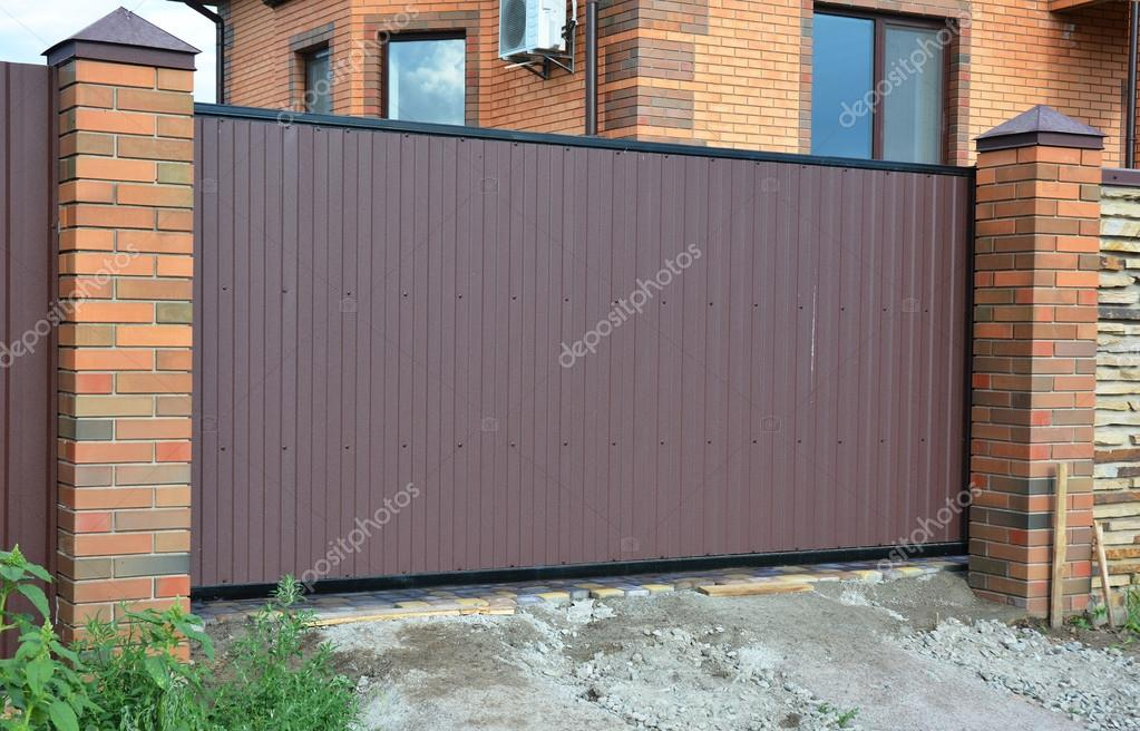 Pictures: brick fence ideas | Brick and Metal Fence with ...