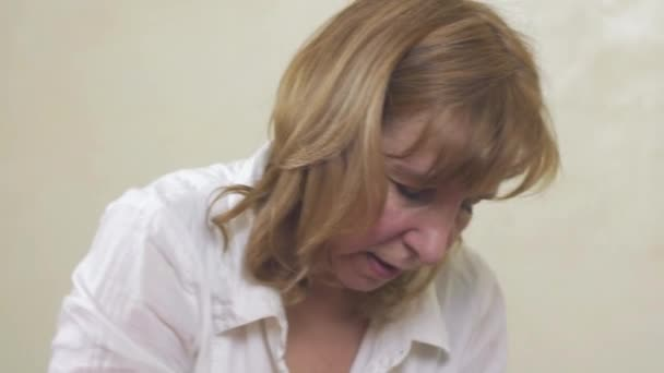 Nahaufnahme von professionellen Masseurin Gesicht machen Heilung Massage. Gesundheitswesen