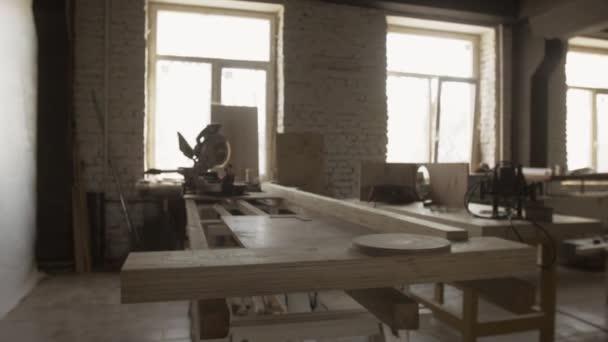 Zpracování dřeva stůl, řezací přístroje, prkna. Výroba nábytku