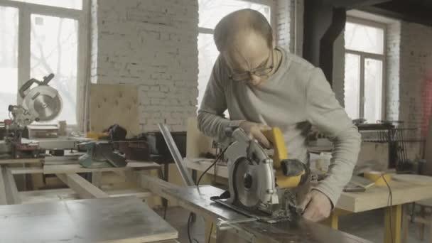 Profi Ács rögzítés körfűrész, fából készült tábla a munkaasztal