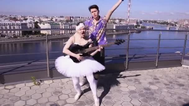 u-balerin-pod-yubkoy-video-chastnie-foto-devushek-vlagalishe