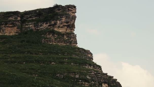 Panorama z letní krajiny. Charakter hor