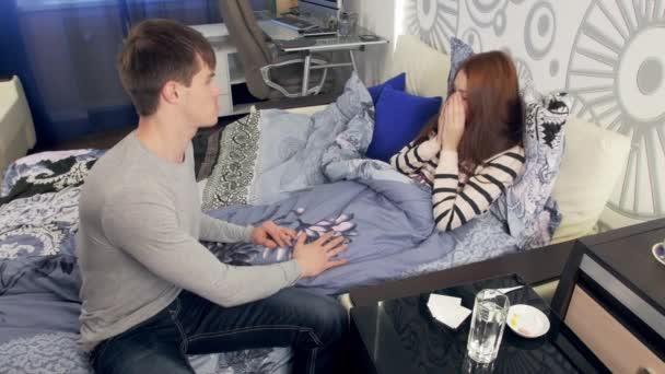 Manžel se stará o nemocné manželky s horečkou v posteli
