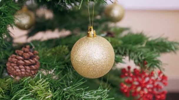 Dekorace vánoční stromek Zlatý míč