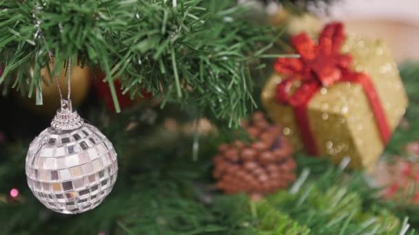 Dekorace vánoční stromek zrcadlová koule. Zaměření