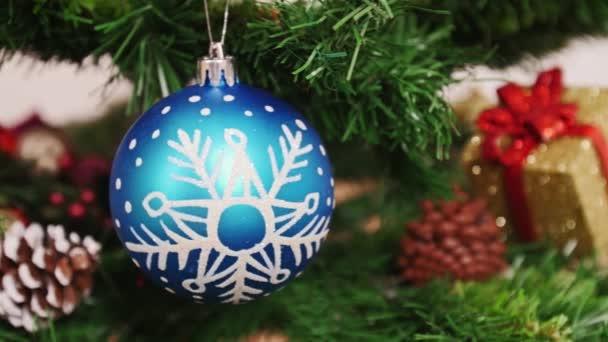Dekorace vánoční stromek červené boty. Pan
