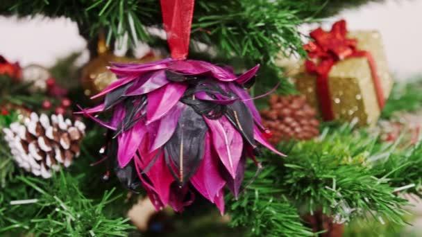 Dekorace vánoční stromek Fialový květ hračky