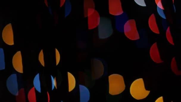 Barevná světla bokeh na černém pozadí. Tvar