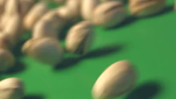Pistacchi Su Sfondo Verde 2 Colpi Slow Motion Scorrimento