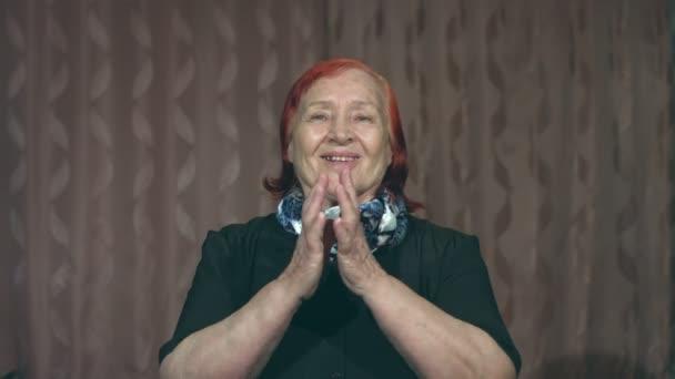 Portrét babičky. Náhle povzbuzovala