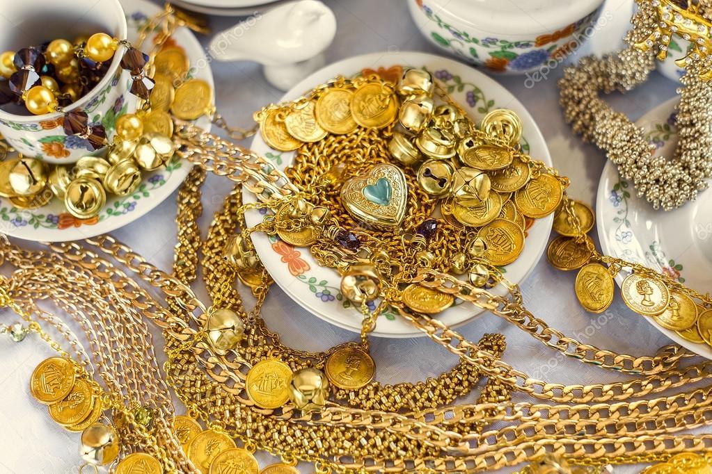 593cea565982 Фото: золотые украшение. Золотые украшения и ювелирные изделия на ...