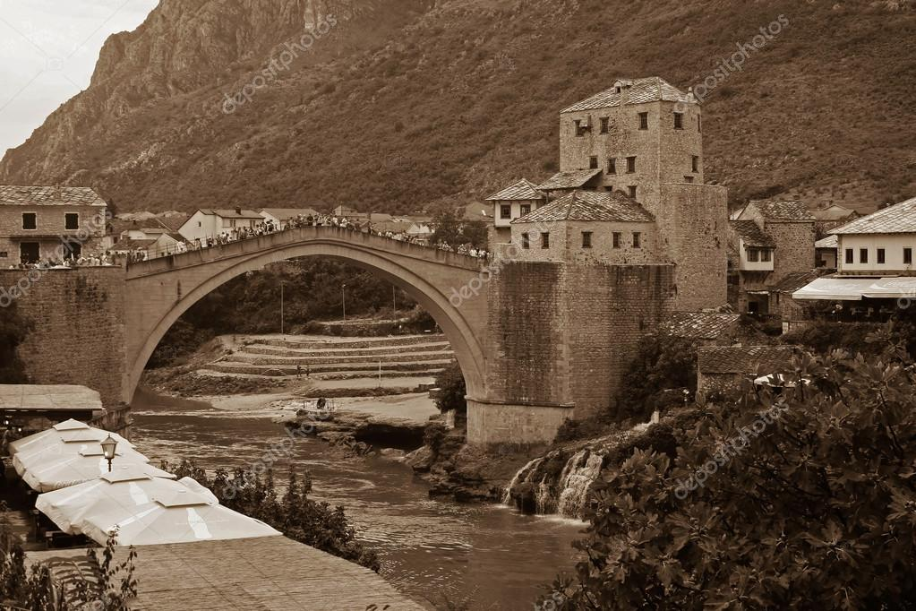 Vecchio ponte di mostar foto stock malleo 78836762 for Piani di progettazione di ponti gratuiti