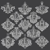 Fotografie Weiße Blumen dekorative Briefmarken der Buchstaben von A bis M