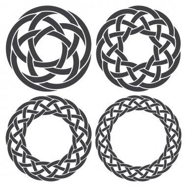 4 circular decorative elements with stripes braiding