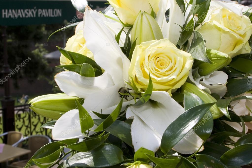 Hochzeitsstrauss Aus Lilien Und Rosen Stockfoto C Jaipatova 78462766