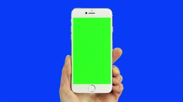 Bílý chytrý telefon chroma klíč modrá a zelená se skutečným rukou